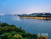 天隆江湾学府滨江公园,新坡湖公园,南宁园博园环绕,近距离享受公园美景