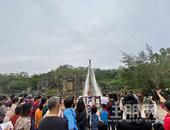 龟山公园惊现水上飞人!!还有震撼的水幕电影节,围观的人都点赞...