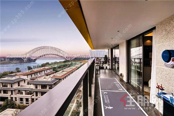 南宁龙湖盛天·双珑原著样板间阳台实拍图.png
