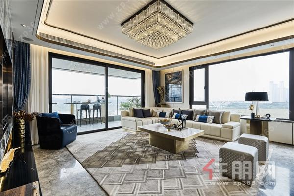 南宁龙湖盛天·双珑原著样板间客厅实拍图