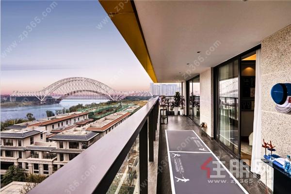 南宁龙湖盛天·双珑原著样板间  阳台实拍图