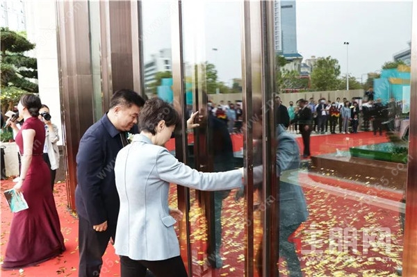 威宁青运村营销中心盛大开放