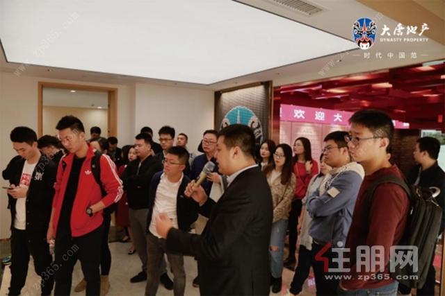全国媒体团在南宁城市公司品牌展厅参观