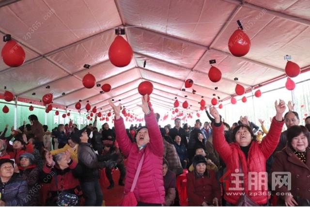 中梁·璟园营销中心开放活动现场红包雨