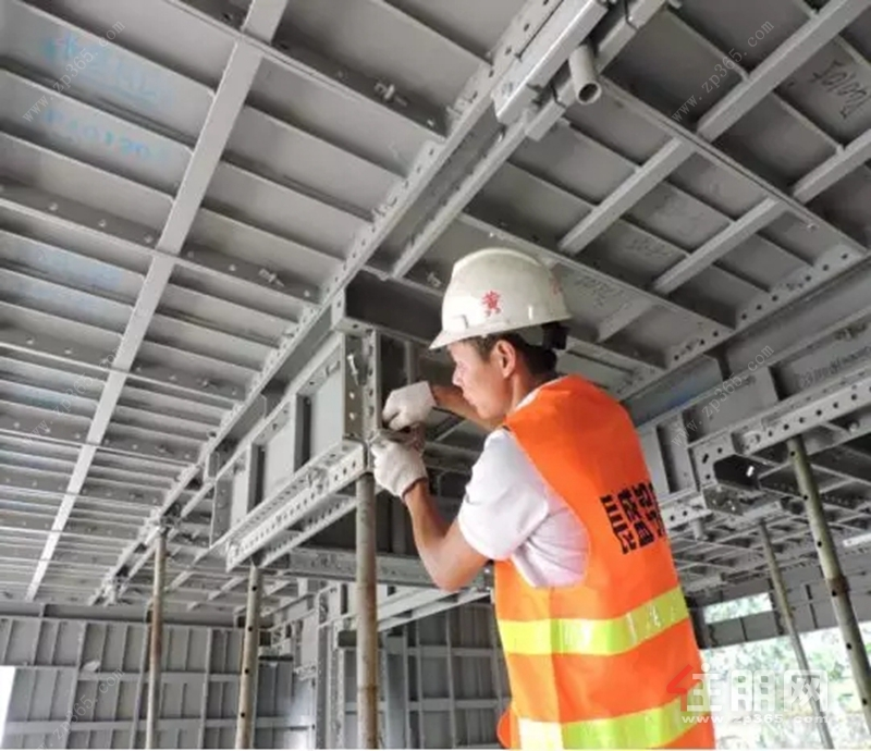铝模板安装工艺示意图