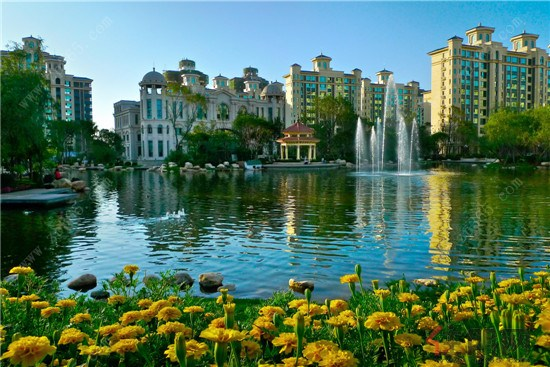 3万㎡皇家园林沿袭欧式皇家园林的精髓,园区中的景观植物多达百余种