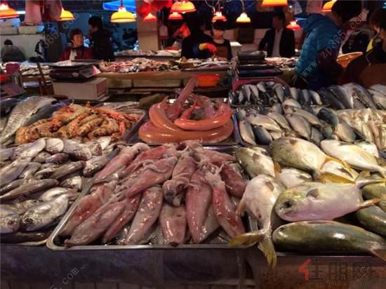 """位于江南淡村菜市的海鲜市场,在南宁有着""""小北海""""的美誉,这里"""