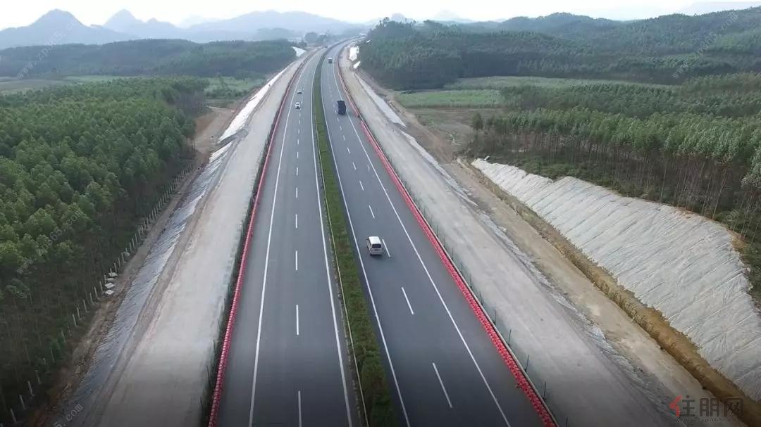 投资最 大的高速公路改扩建工程,建成后,将成为广西第一条双向八车道