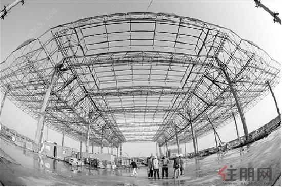南宁火车东站站房候车大厅钢结构网架屋盖b区部分近日顺利封顶