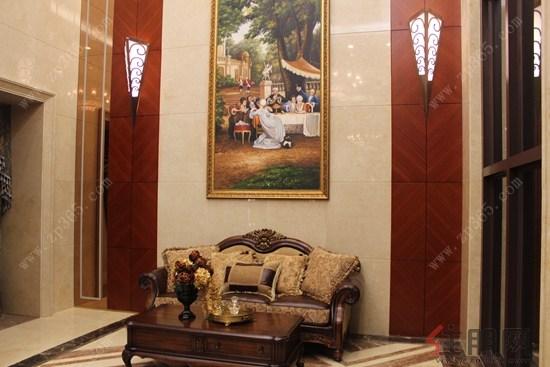 客厅中设计真皮电视背景墙
