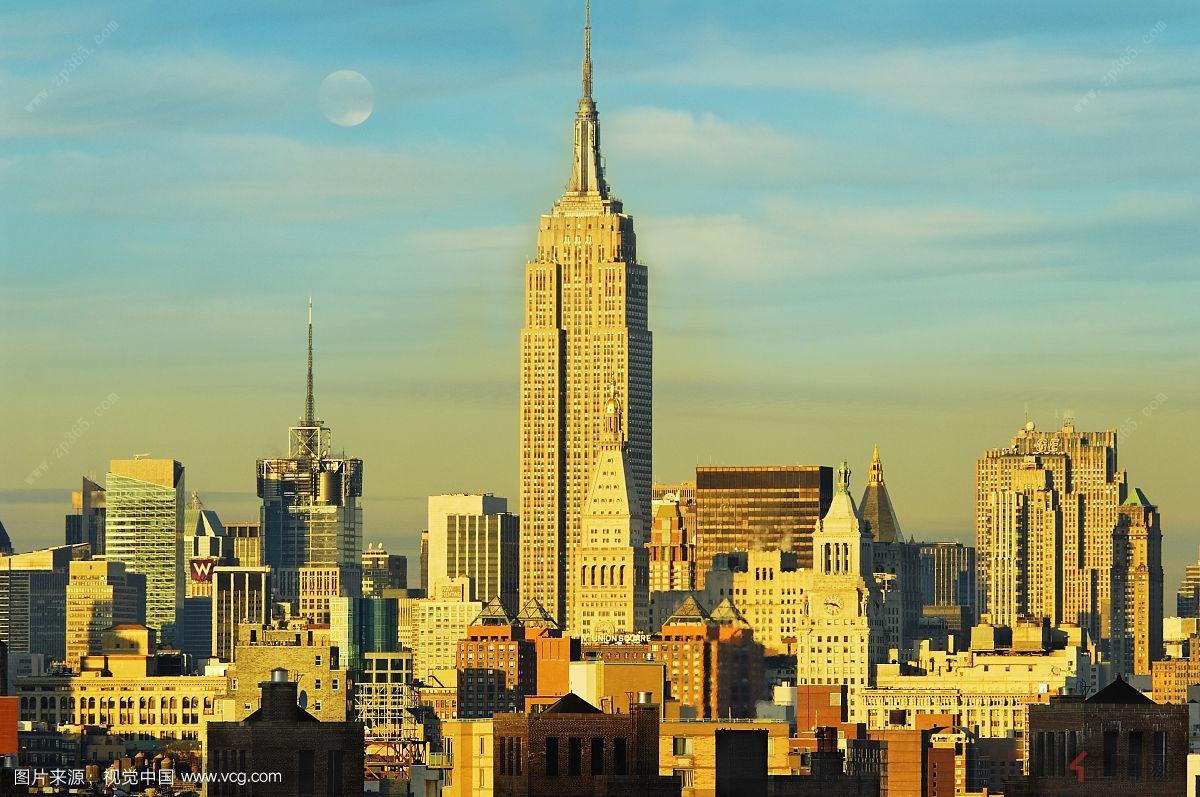简单地看,大都会建筑的特点是大,有震撼力,以雕塑造型为主,不是理性建