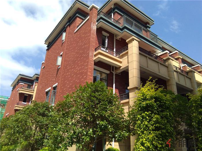别墅建筑设计风格之精华,结合主题色调,配以精雕细琢的窗台屋檐雕刻