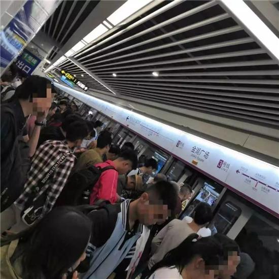 金湖广场地铁站实景图