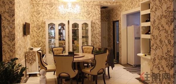 现代欧式风格沿袭古典欧式风格的主元素,融入了现代的生活元素。欧式的居室有的不只是豪华大气,更多的是惬意和浪漫。通过完美的典线,精益求精的细节处理,带给家人不尽的舒服触感,实际上和谐是欧式风格的最高境界。